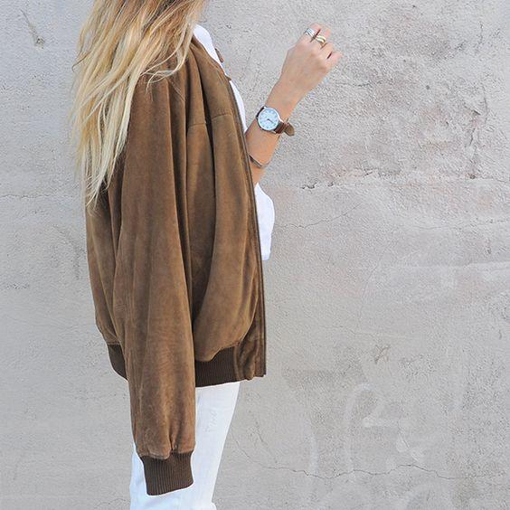 15-colgadas-de-una-percha-anna-duarte-total-white-look-in-november-blanco-en-noviembre-bambas-trainers-camel-ante-5