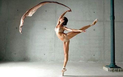 Imagen vía We Heart It https://weheartit.com/entry/176030822 #ballerina #beautiful #body #dance #elegant #lace #thin