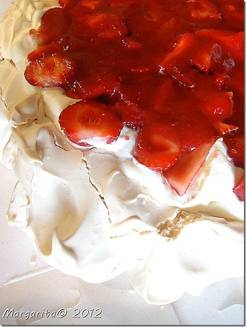 Pavlova with strawberries - bjl