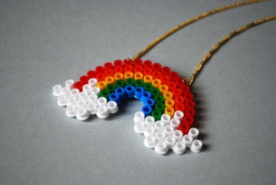 perles à repasser, pendentif arc-en-ciel: