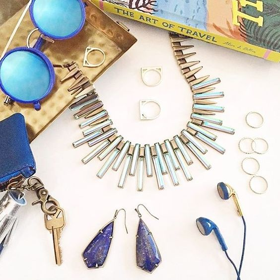@kendra_scott has arrived just in time for Resort! Shop the new collection at @kkbloomboutique!