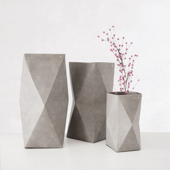 geometrische vase aus papier stoff materialmix in beton optik geometrical paper cotton vase. Black Bedroom Furniture Sets. Home Design Ideas