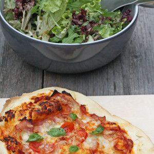 Pizza selber machen mit dem leckeren Rezept von @herzstueck - http://www.wayfair.de/tipps-und-ideen/Pizzaabend-mit-Freunden-E9145