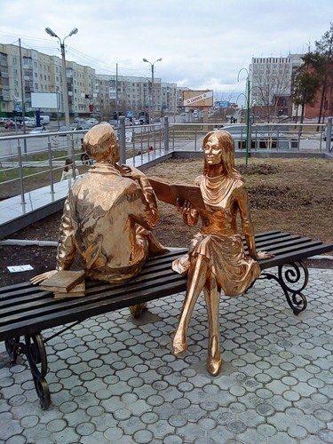 Russian reading statue.