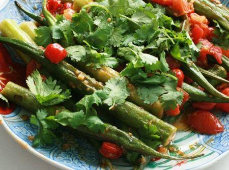 Quiabo assado com tomates e gengibre - Veja como fazer em: http://cybercook.com.br/receita-de-quiabo-assado-com-tomates-e-gengibre-r-99-102784.html?pinterest-rec