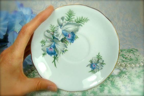 Flor exótica de la azul y blanco porcelana por HappyGalsVintage