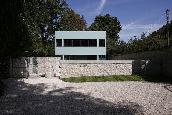 A l'entrée de la Villa, se trouve la discrète loge du jardinier que le Centre des monuments nationaux vient de restaurer pour l'ouvrir au public samedi 19 septembre, à l'occasion des Journées du patrimoine.
