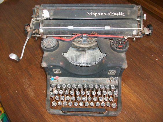 Hispano Olivetti, la primera maquina de escribir de mi mujer.