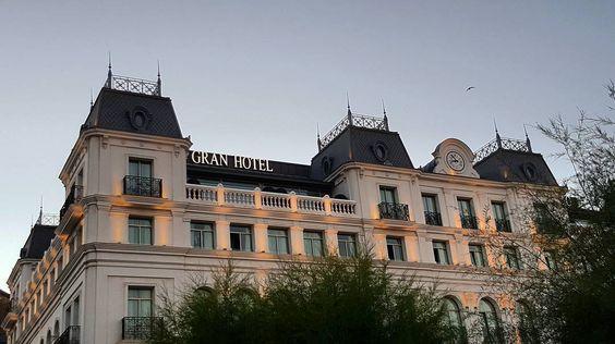 Gran Hotel  Sardinero  #granhotelsardinero #sardinero #santander #santanderdiadia #igersantander #igsantander #cantabriasan #cantabria #turismo #cantabriayturismo #cantabria_y_turismo #cantabriainfinita #cantabros #hotel #cantabriaverde #cantabriarural #igerscantabria #paseucos #paseúcos #cantabriamola #igercantabria #igcantabria #fotocantabria #follow #picoftheday #instapic #fotodeldia #pasionporcantabria #latierruca #lamontaña Esta imagen tiene copyright