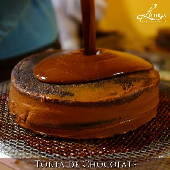 No podré comprar tu amor, pero con esta torta que preparo te entrego mi corazón.