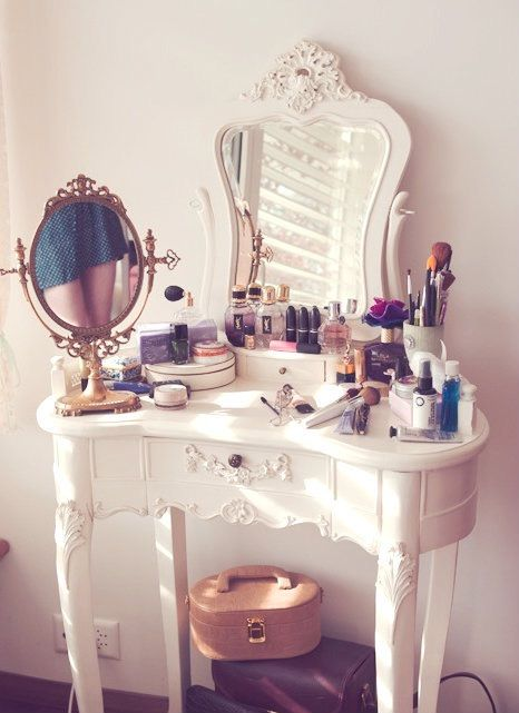 Bild über We Heart It https://weheartit.com/entry/155316112/via/15562873 #collection #cute #fashion #girly #lipstick #makeup #style #vanity #white