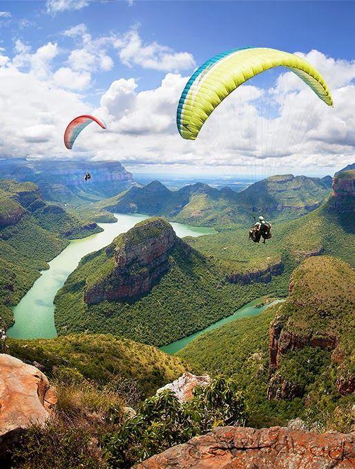 Volar en un paisaje maravillo.  Blyde River Canyon, South Africa