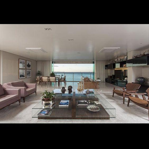 Mesa Centro Nur da Colecao Hadra - Mobiliário Básica Home nos projetos do talentoso @sidneyquintela. Destaque especial para as poltronas Diz, de Sérgio Rodrigues. #design #decor #decoracao #arquitetura