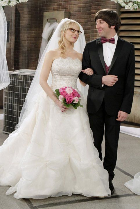 """The wedding of Bernadette (Melissa Rauch) and Howard (Simon Helberg) on """"The Big Bang Theory"""" (2012)."""