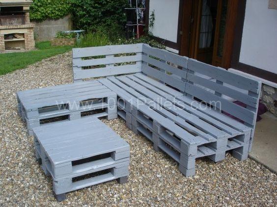 Pallets garden lounge salon de jardin en palettes europe - Fabriquer une table en bois de palette ...