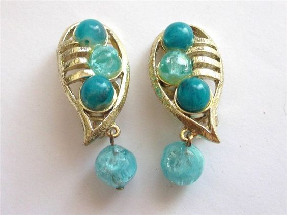VINTAGE 50'S TURQUOISE BLUE LUCITE BEADED GOLD TONE DANGLE EARRINGS