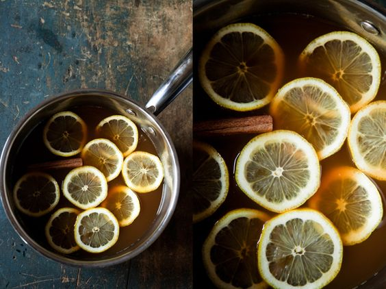 Sabe aquele cheiro desagradável que fica de cozimento, fritura na casa?  Para acabar com esses cheiros, ferva uma meia panela com água e junte cravo, canela, umas gotas de limão, e até mesmo para aprimorar mais, corte umas fatias de maçã ou laranja, e deixe ferver bastante, o aroma logo se espalhará perfumando todo o ambiente. Esse é um truque ótimo!