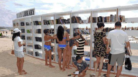 """La première """"bibliothèque de plage"""" sur la plage d'Albena en Bulgarie. Plus de 3000 ouvrages sont à retrouver.:"""