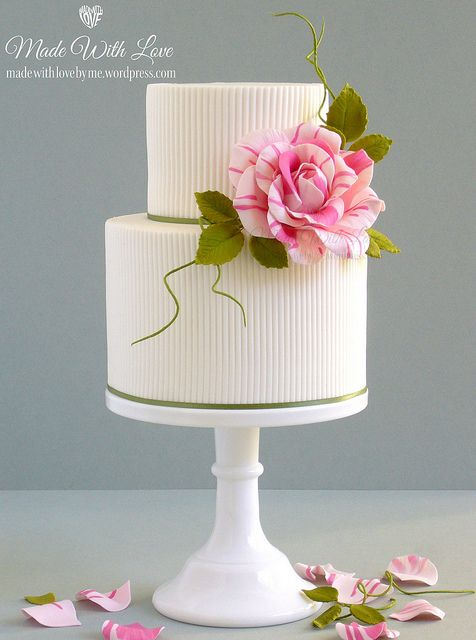 <3 Ribbed Cake with Rose