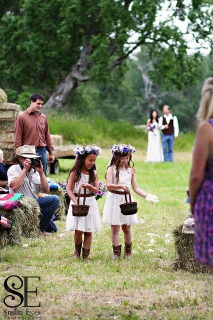Country wedding...adorable flower girls! (spotted by @Nedawsf175 )