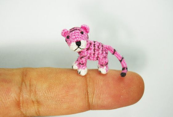 micro-crocheted animals by Su Ami