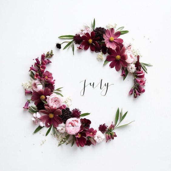 Oh hi July! Maybe there will be 5 minutes of calm this month 🤞🏻 Arranging flowers, all picked from my garden, my favourite way to #whprelax