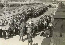De Duitse bezetter betaalt bijvoorbeeld voor het vervoer van honderd Joden van Amsterdam Muiderpoort naar Assen 480 gulden