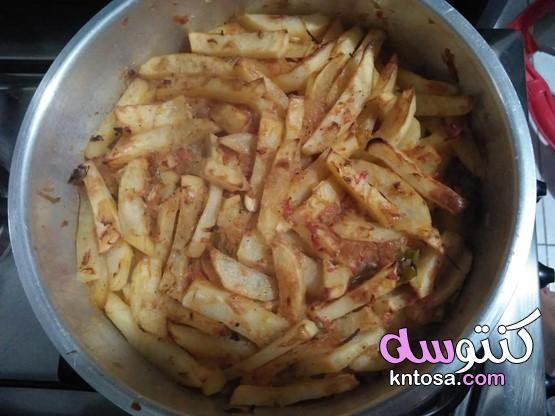 طريقة عمل بطاطس بالثوم والصلصة بطاطس بالثوم والطماطم طريقة عمل البطاطس المهروسة بالثوم والخل Food Cabbage Vegetables