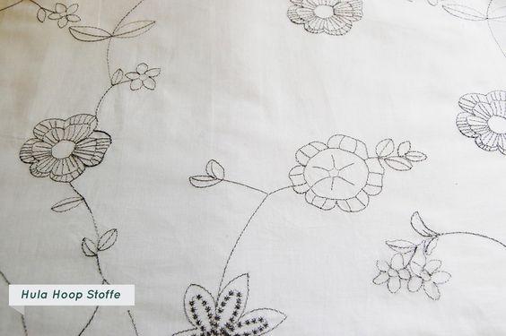 Baumwollstoff, bestickt, Blumen, weiß von HULA HOOP Stoffe auf DaWanda.com