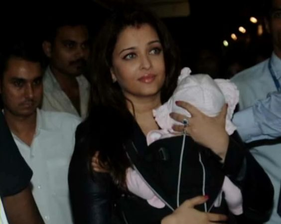 Ash, Aaradhya head to Chicago to meet Abhishek http://ndtv.in/VaQl6k