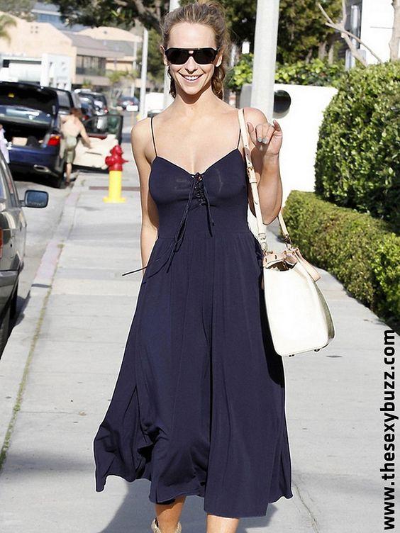 Jennifer Love Hewitt seins nus dans les rues de New-York ! - photo