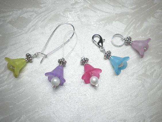 5 Maschenmarkierer / Reihenzähler Acryl Blüten mit  Mix aus Karabiner, Ringe und Schlinge für vielseitige Anwendung von Funny-Pen auf DaWanda.com
