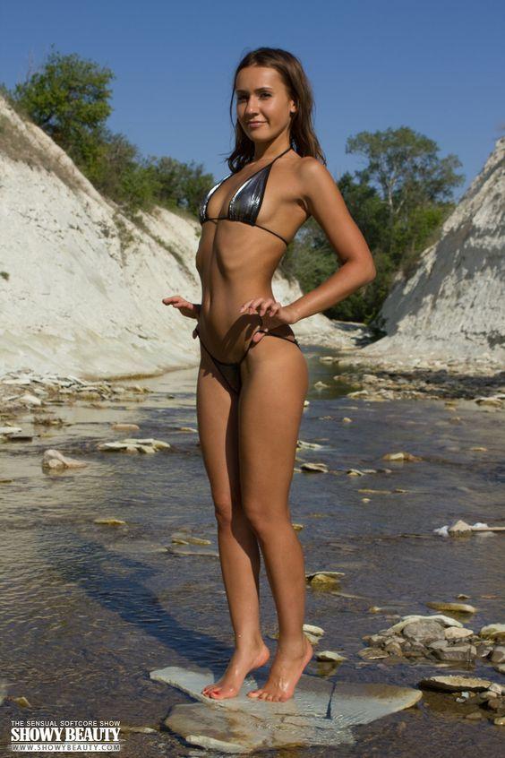bikini_BU48212.jpg (768×1152)