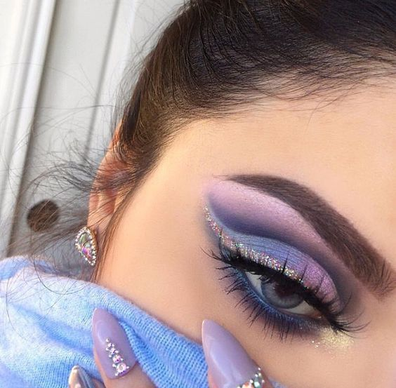 21 Beautiful Cut Crease Makeup Looks > CherryCherryBeauty.com #Makeuplooks