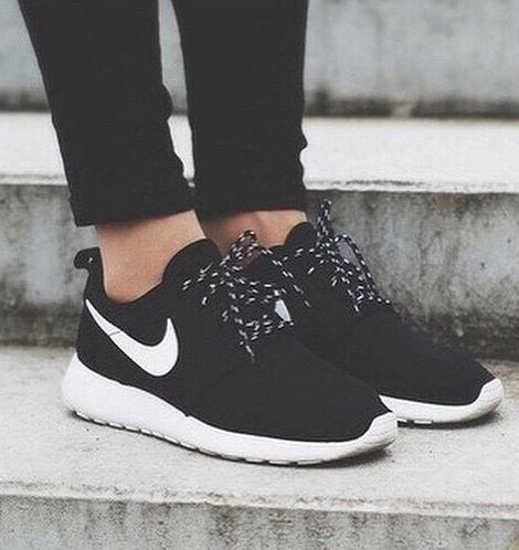 black nike sneakers womens