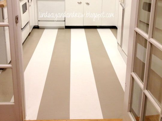 Painting a linoleum floor gives the kitchen a cheap face for Painting kitchen floors vinyl