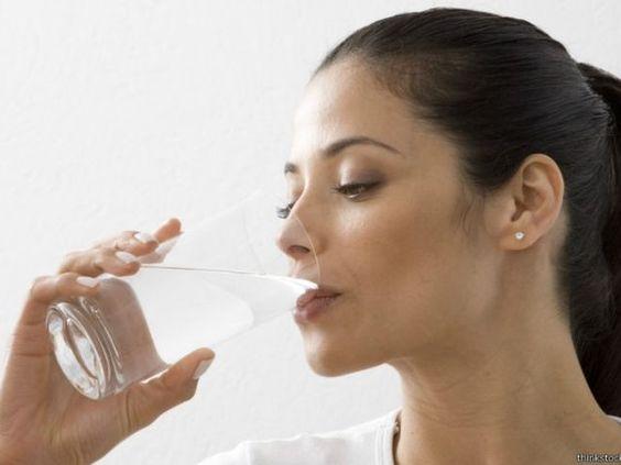 #O que acontece com o corpo quando você deixa de beber água? - Jornal Floripa: Jornal Floripa O que acontece com o corpo quando você deixa…