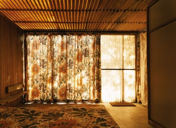 Abandoned Mid-Century Homes are Eerily Beautiful