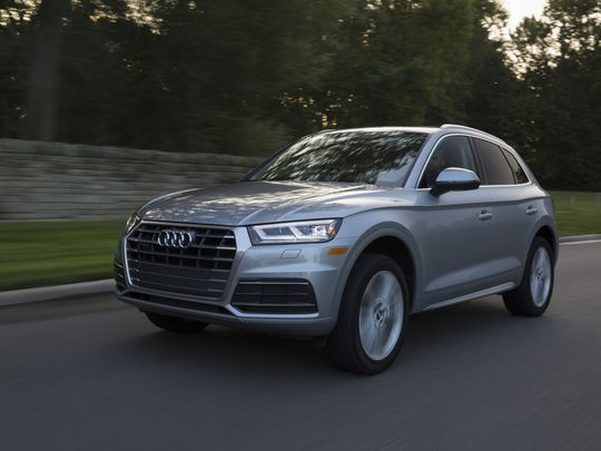 Edmunds Compares The Audi Q5 And Bmw X3 Which Luxury Suv Has The Edge Best Luxury Sports Car Audi Audi Q5