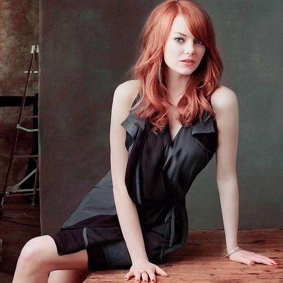 黒ドレスのエマ・ストーン