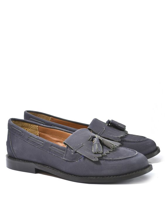 Leah Leather Loafer Product Code: CL5209 £49.99 https://www.stylistpick.com/carlton-london/shoes/leah-leather-loafer-33589