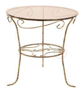 DecoArt24.pl - W każdym domu znajdzie się miejsce na niewielki, szklany stolik. Można na nim położyć wygodnie ksiązkę czy postawić kawę podczas plotek z koleżankami. Dzięki metalowemu stelażowi tego stolika cała konstrukcja jest bardzo stabilna i wytrzymała - stolik posiada również delikatne zdobienia, które nadają mu dekoracyjnego charakteru. Szklany blat doskonale prezentuje się z surową, metalową konstrukcją  #DecoArt24.pl #meble #furnitures #stoly #tables metaloplastyka #metalowrk…