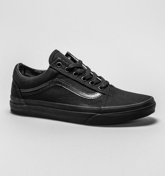 The Old Skool trainer have been a huge hit this season, and now available in black, these trainers are perfect for casual wear, or even school wear!