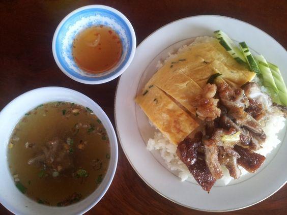 Dưa leo là món phụ hay được dùng cùng Bai sach chrouk
