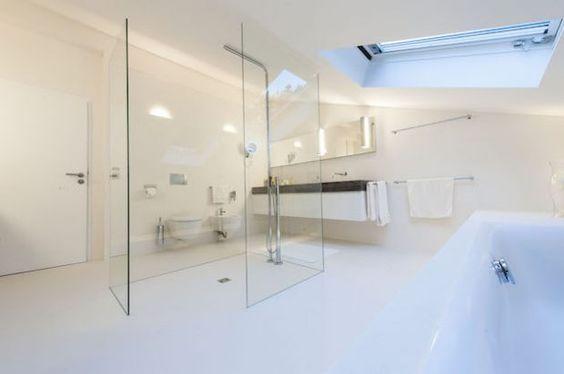 badezimmer mit dachschraege weiss dachfenster badewanne toilette bidet dusche glas ebenerdig. Black Bedroom Furniture Sets. Home Design Ideas