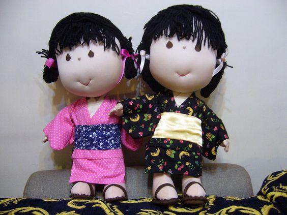 Two dolls in Japanese kimono