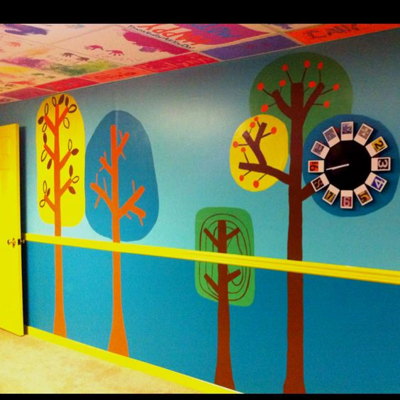 Ceiling tiles tree wall and daycares on pinterest for Decor ingang