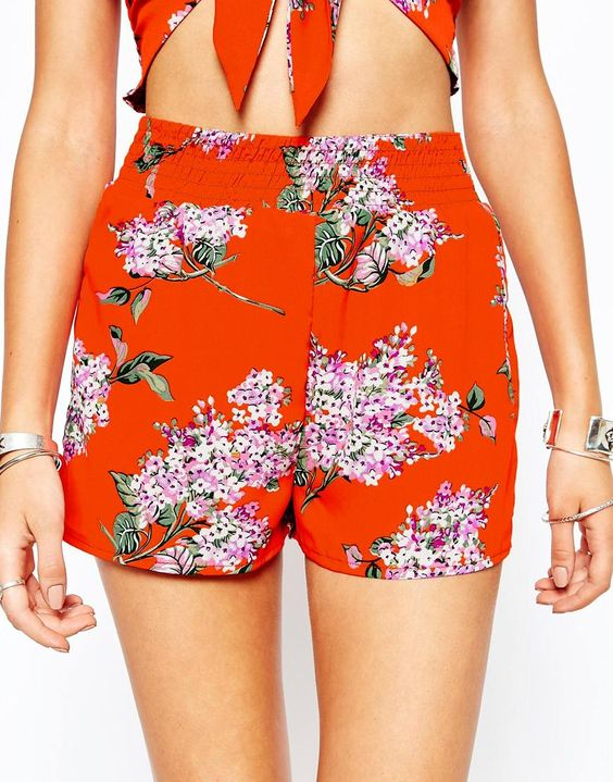 Image 3 of Missguided Elastic Waistband High Waist Floral Shorts