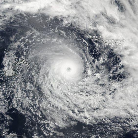 Ilhas Fiji atingidas pelo pior tufão de sempre - PÚBLICO