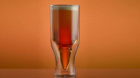 Um copo de cerveja em formato de munição | Tudo Para Homens